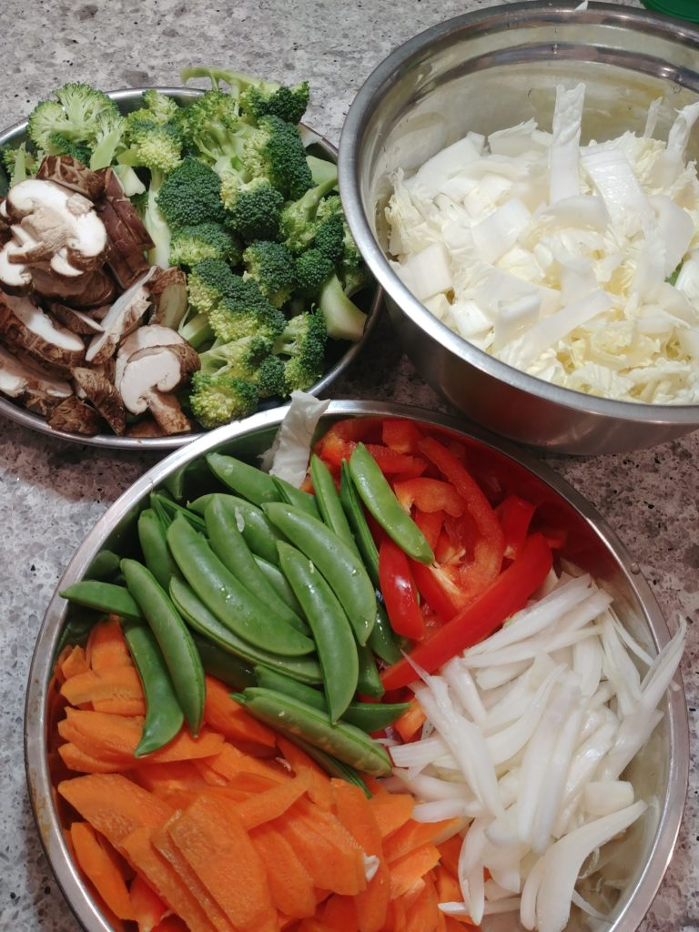 A variety of vegetables can be used in this udon recipe